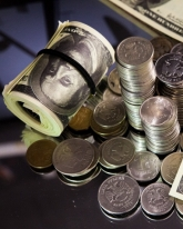 Доллар поднялся на 6 копеек
