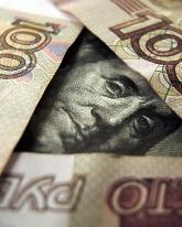 Доллар потерял 1 рубль