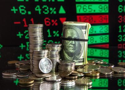 Рубль поднимается вслед за валютами EM