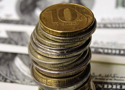 Доллар поднимается в паре с рублем