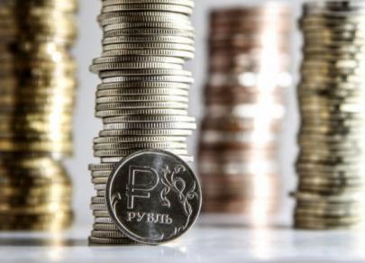 Рубль перешел к снижению после напоминаний о санкциях