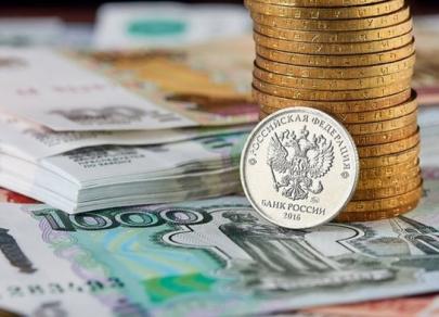 Рубль, поддерживаемый ОФЗ, противостоит сильному доллару