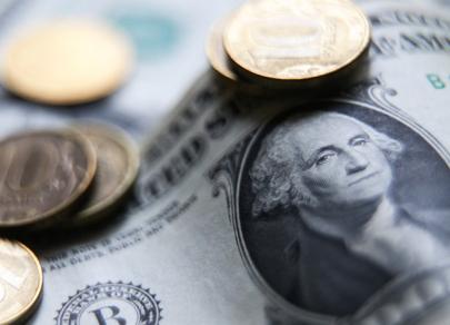 Рубль пытается удержать уровень в 66 рублей за доллар