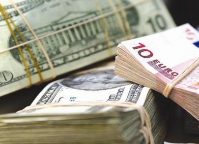 Рубль начал корректироваться в паре с долларом и евро