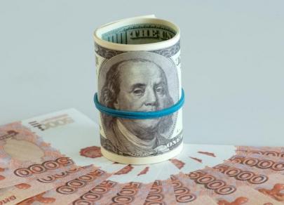 Доллар США упал на 52 копейки