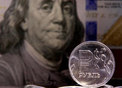 Доллар США подешевел на 0,6 рубля