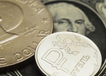 Рубль старается держать удар
