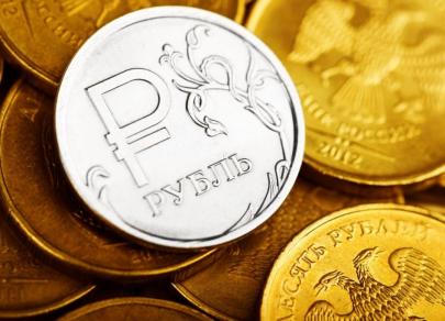 Российская валюта начинает лето с позитива