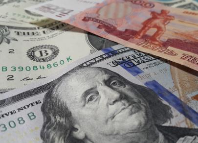 Волна негатива уводит рубль к отметке 79 за доллар