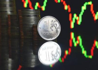 Российская валюта противостоит геополитическому давлению
