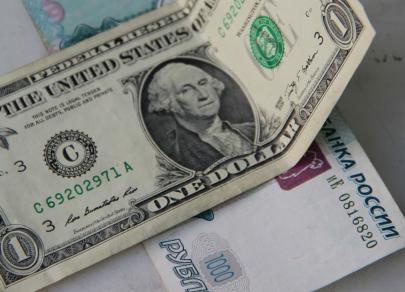 Политизированный рубль: риски смещаются в сторону падения к 80 за доллар