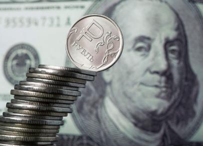 «Тень» от санкций преследует рубль. Исторический рекорд падения близко