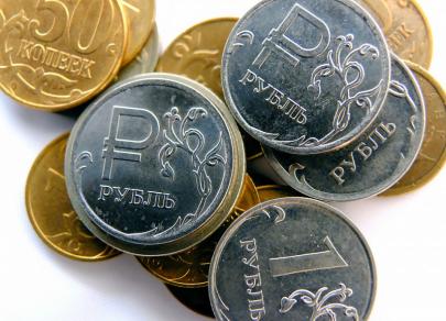 Российская валюта стремится к $73
