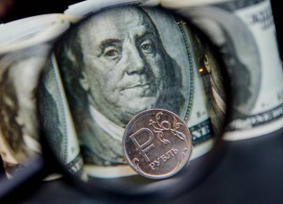 Геополитика, инфляция и нефть подтачивают рубль