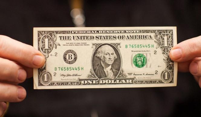 InstaForex Analytics: Các ngân hàng điều chỉnh lại dự báo đồng đô la giảm giá của họ