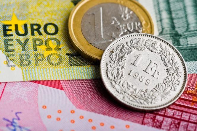InstaForex Analytics:  Le franc suisse face à l'euro a battu son record de deux ans