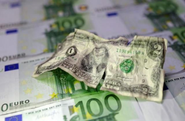 Dólar estadounidense pierde terreno