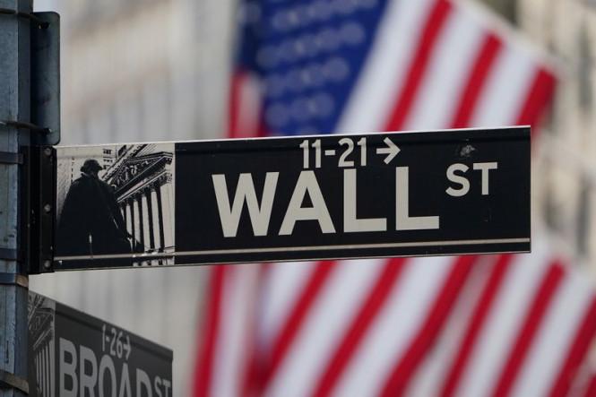 Доллар воспрянул духом, а фондовые индексы уменьшаются из-за безработицы и COVID–19