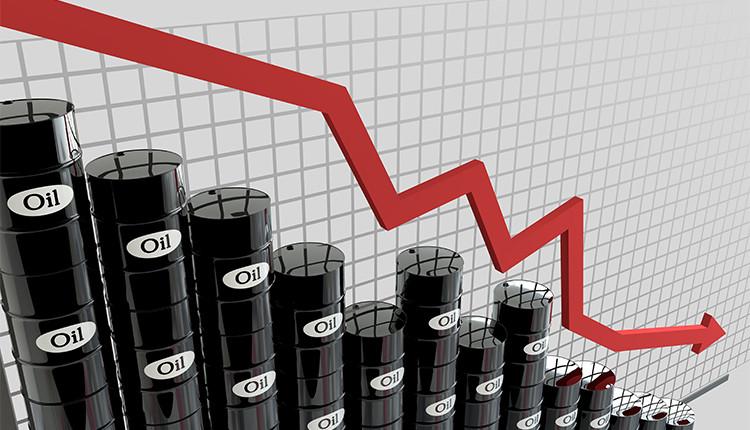 Нефть продолжает терять в цене, опасаясь последствий новой волны COVID-19
