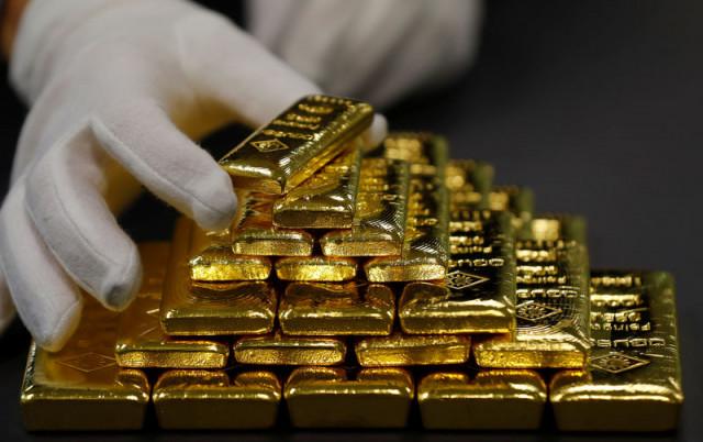 Harga emas melonjak di tengah melemahnya dolar