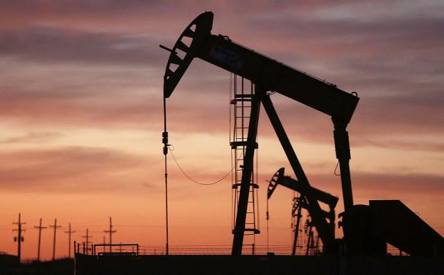Нефть погрязла в проблемах, что давит на ее стоимость