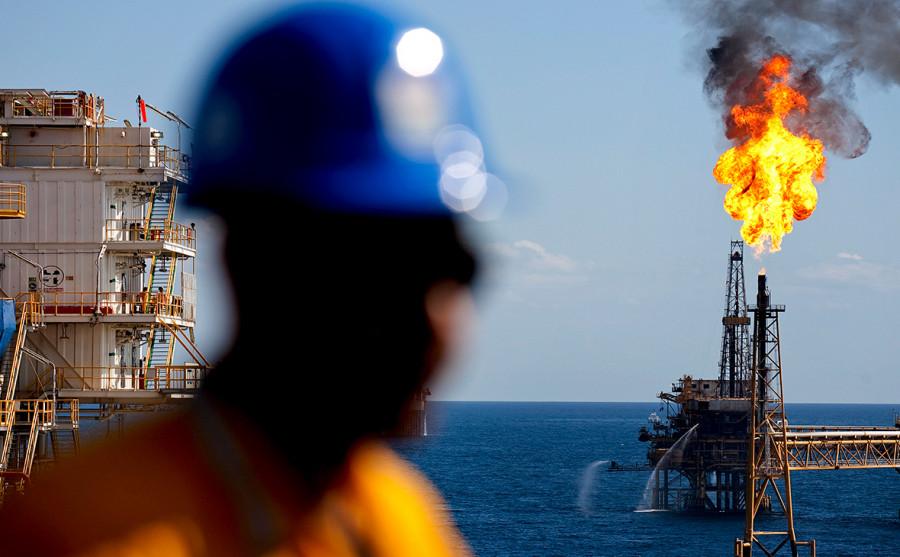 «Американские горки» нефти продолжаются: от захватывающе резкого падения к новому взлету