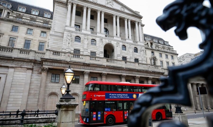 EURUSD и GBPUSD: После небольшой передышки американский доллар вновь возобновил рост против рисковых активов. Банк Англии