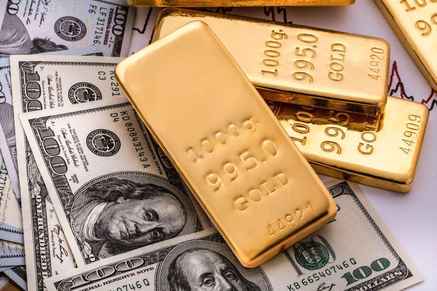Золото оттолкнулось от инфляции и подскочило во вторник почти на 1%