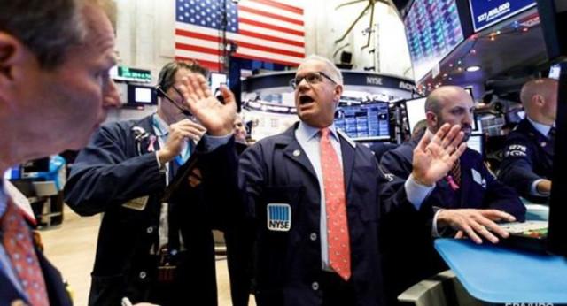 Фондовая Америка в растерянности: индексы США взлетают к рекордам и падают в пропасть