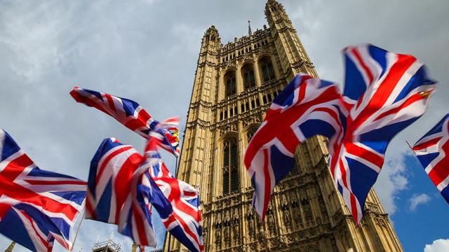 GBP не може да си възвърне позициите поради опасения от политическа криза във Великобритания и обвинения срещу Борис Джонсън