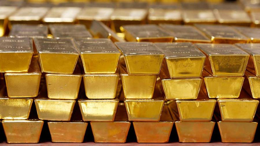 Золото завершило апрель в плюсе, показав первый месячный прирост в этом году