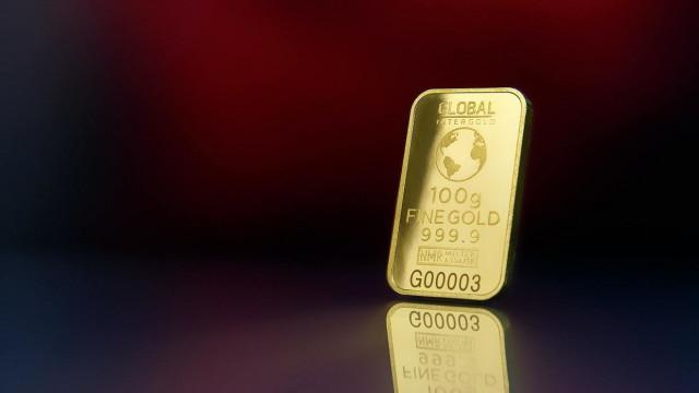 Золото мечется между ростом и падением