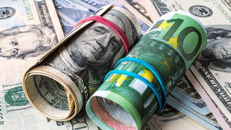 USD weakens while EUR spreads wings