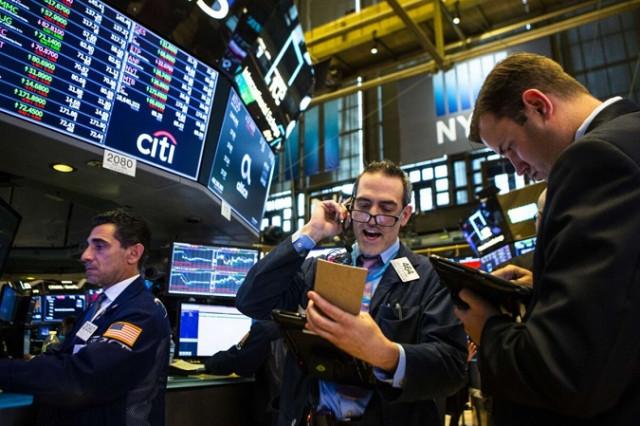 Chứng khoán Mỹ biến động trong bối cảnh các quyền chọn mua cổ phiếu niêm yết sắp hết hạn