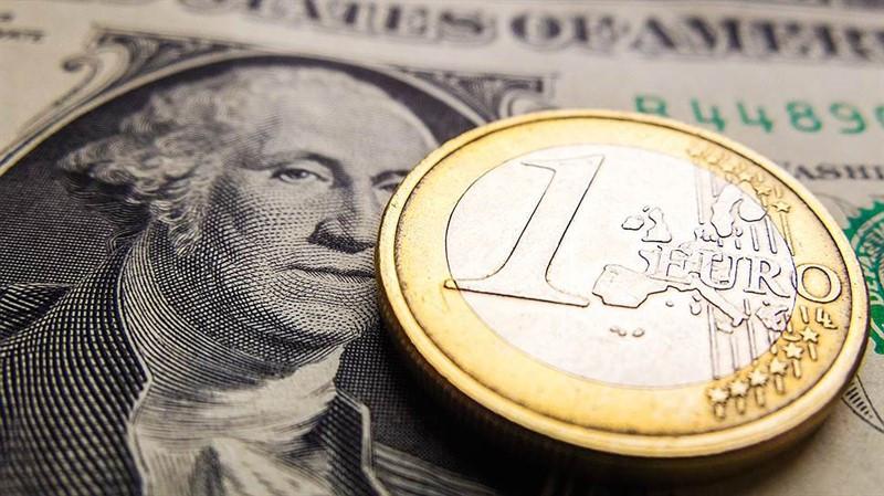 EUR/USD: доллар всеми силами пытается удержаться на плаву, а евро не может набрать нужную высоту, поскольку у него выборы на носу