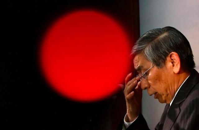 USD/JPY. Yen Jepun mendapat tekanan daripada tiga masalah utama