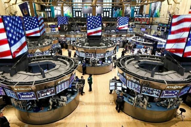 Stocks close lower